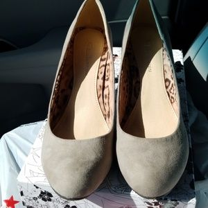 CLby Laundry Nanette Dark Taupe Heels NIB